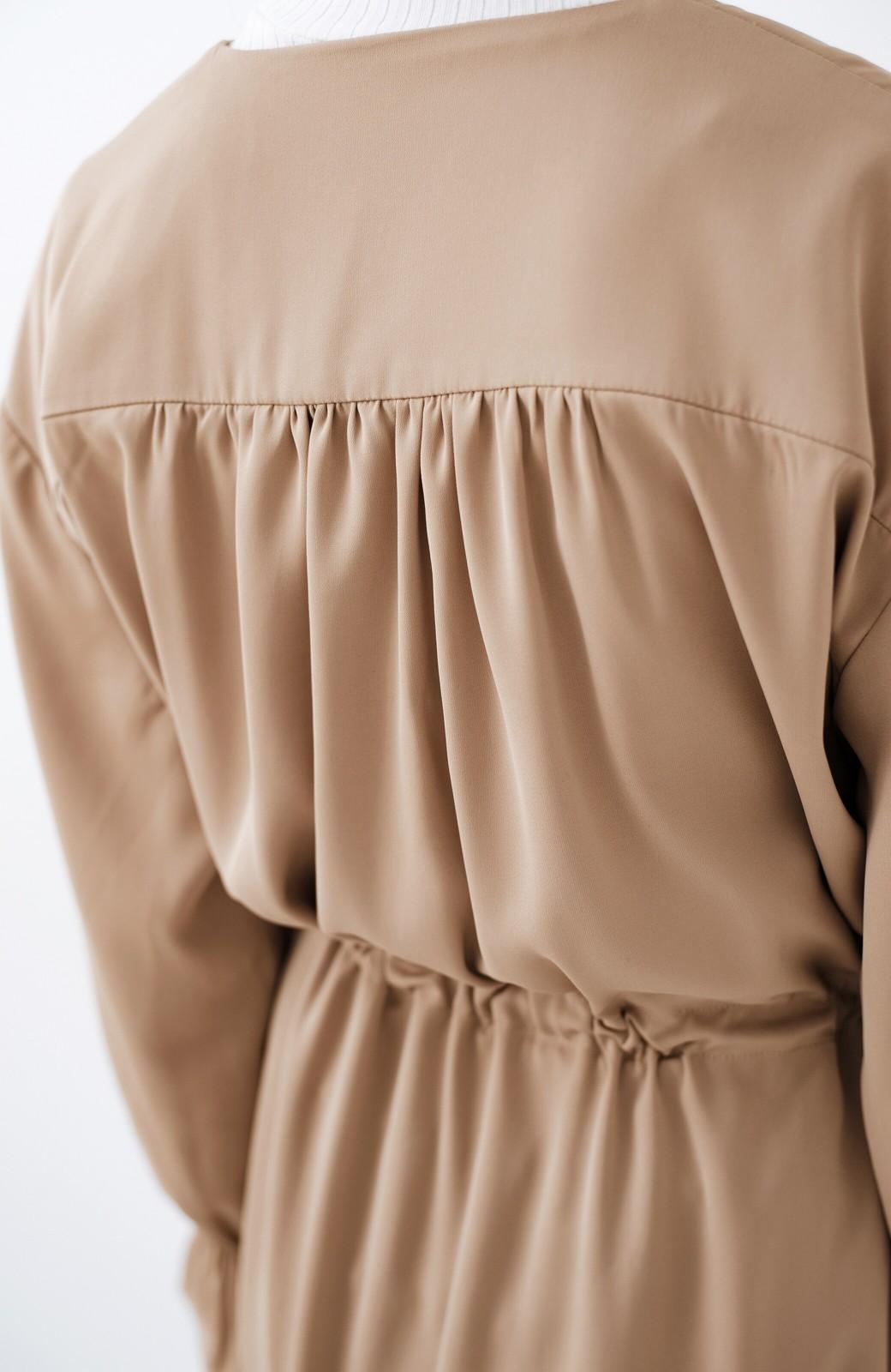 haco! パッと羽織ってルンとする 柔らか素材の女っぽロングコート <ライトブラウン>の商品写真5