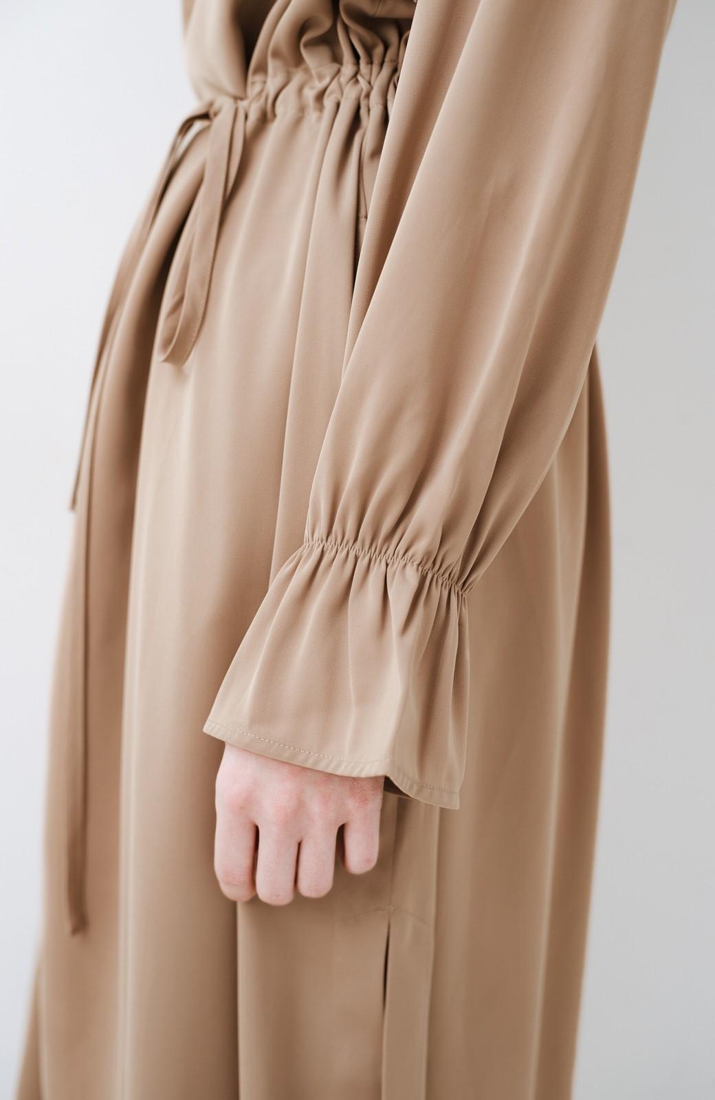 haco! パッと羽織ってルンとする 柔らか素材の女っぽロングコート <ライトブラウン>の商品写真3