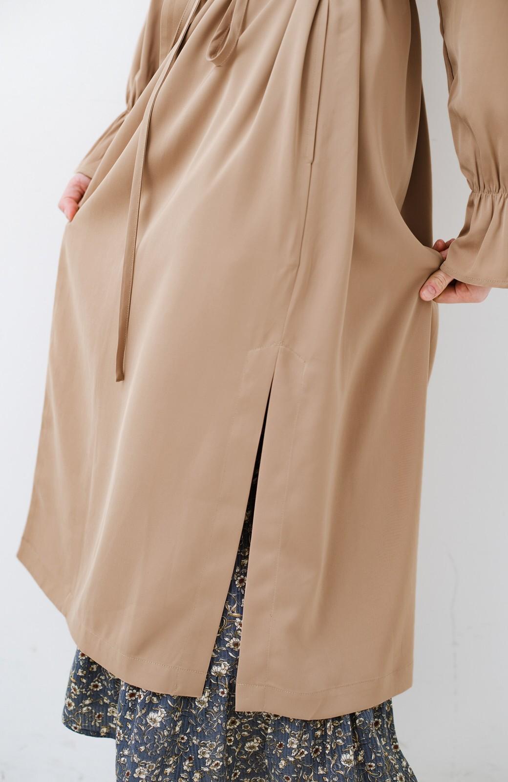 haco! パッと羽織ってルンとする 柔らか素材の女っぽロングコート <ライトブラウン>の商品写真4