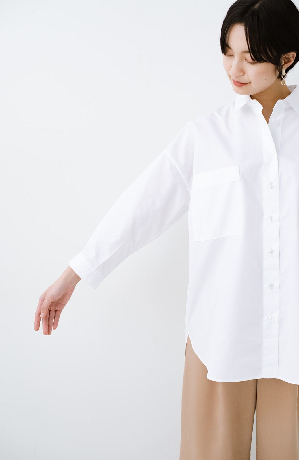 haco! サイズ感がオシャレに見せてくれる 真面目すぎないビッグシャツ <ホワイト>の商品写真11
