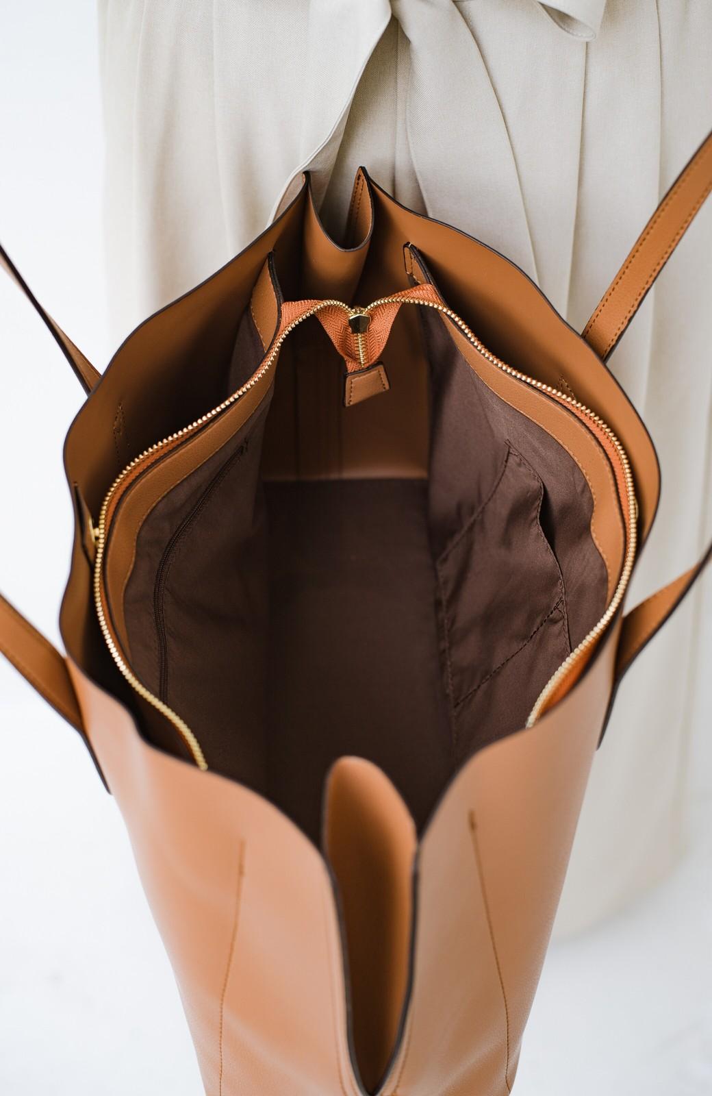 haco! Legato Largo かるいかばんシリーズ 軽量ボンディングフェイクレザー A4トートバッグ <キャメル>の商品写真6