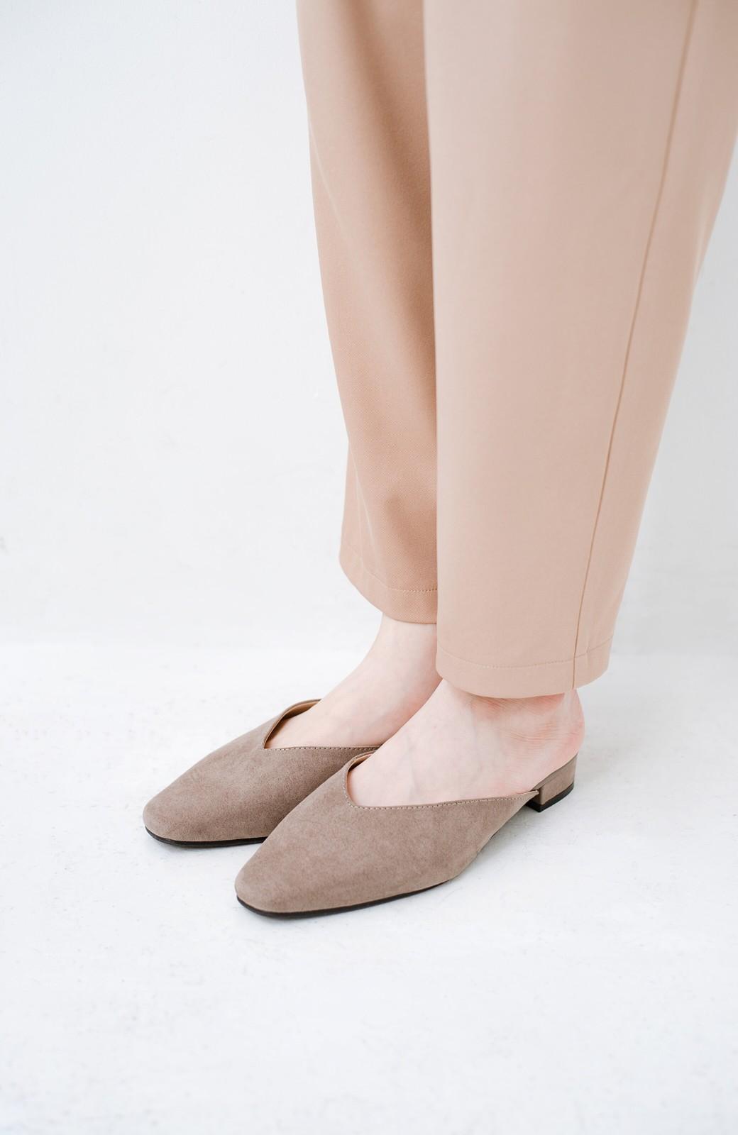haco! もう玄関でもたつかない!パッと履けて女っぽいフラットミュールパンプス <グレイッシュベージュ>の商品写真4