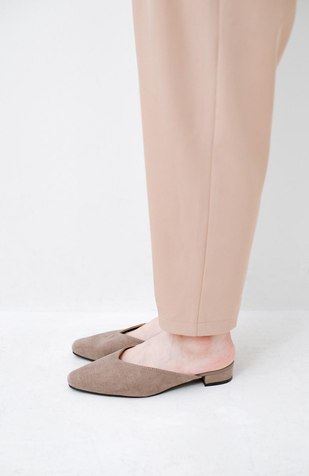 haco! もう玄関でもたつかない!パッと履けて女っぽいフラットミュールパンプス <グレイッシュベージュ>の商品写真5