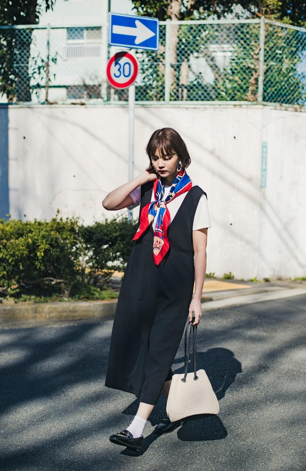 haco! ニットにもTシャツにも似合う ずっと着られてパッと華やぐジャンパースカート <ブラック>の商品写真5
