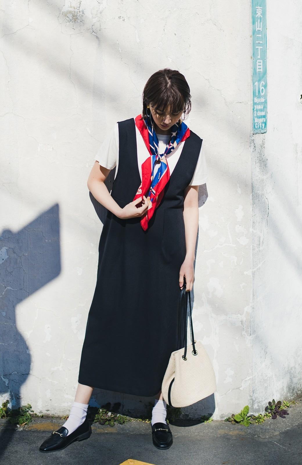 haco! ニットにもTシャツにも似合う ずっと着られてパッと華やぐジャンパースカート <ブラック>の商品写真6