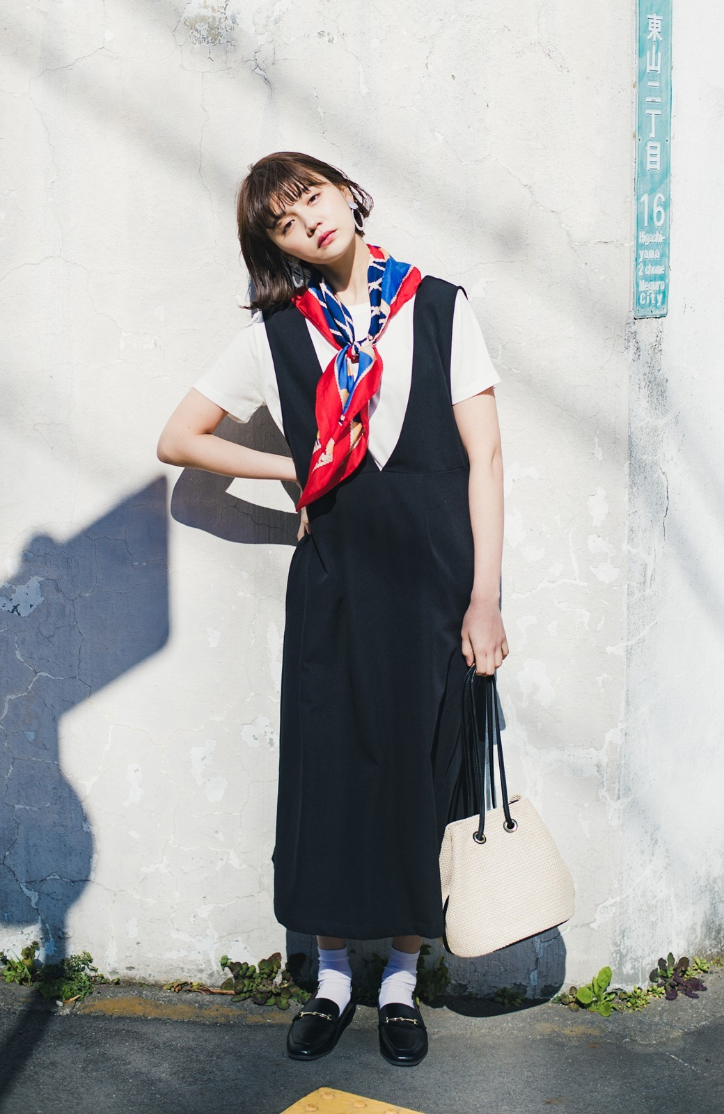 haco! ニットにもTシャツにも似合う ずっと着られてパッと華やぐジャンパースカート <ブラック>の商品写真7