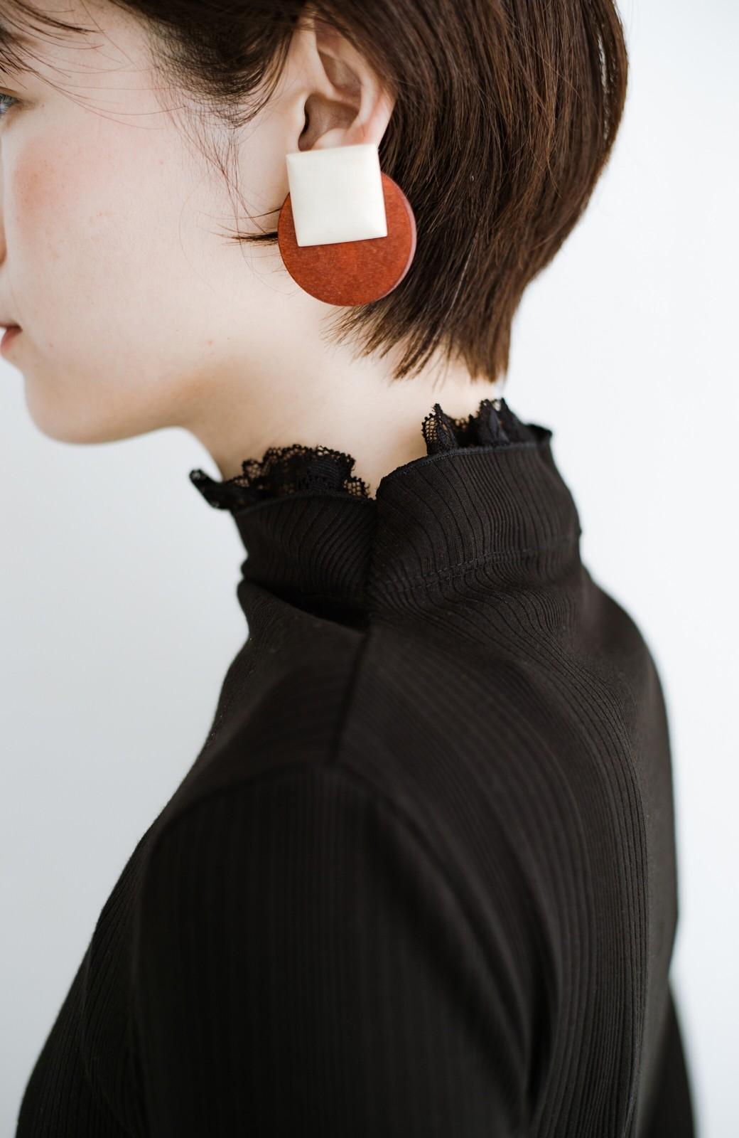haco! 1枚でも重ねても便利!テレコ素材できれいに着られる衿レース付きカットソートップスby style zampa <ブラック>の商品写真4