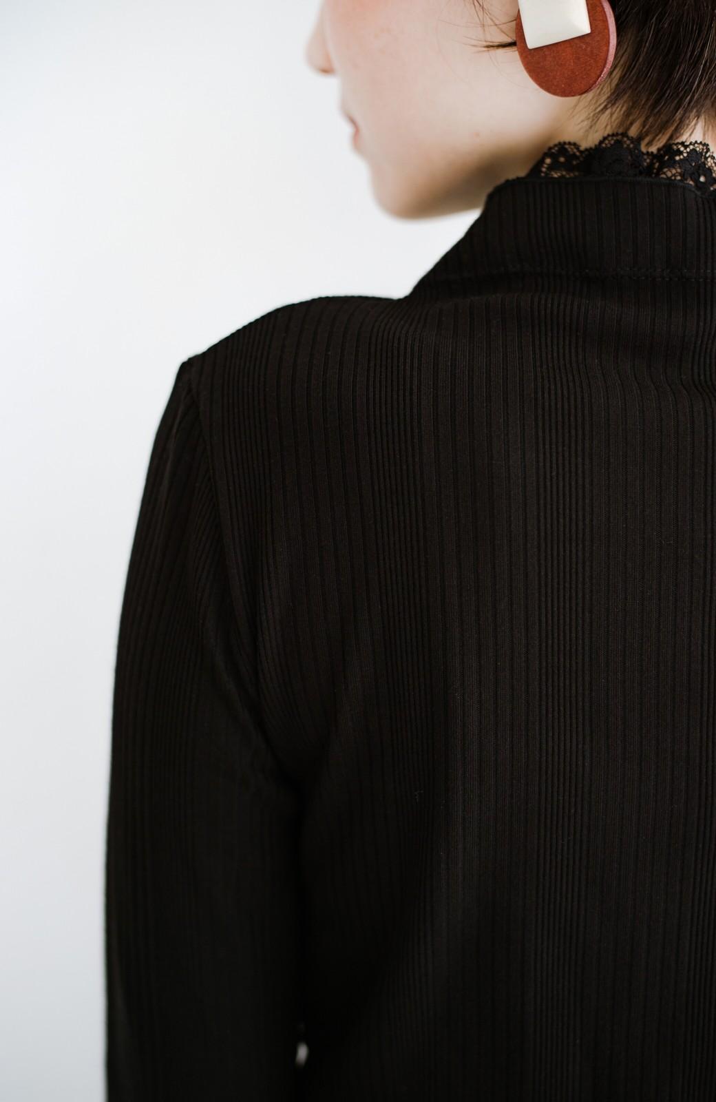 haco! 1枚でも重ねても便利!テレコ素材できれいに着られる衿レース付きカットソートップスby style zampa <ブラック>の商品写真7