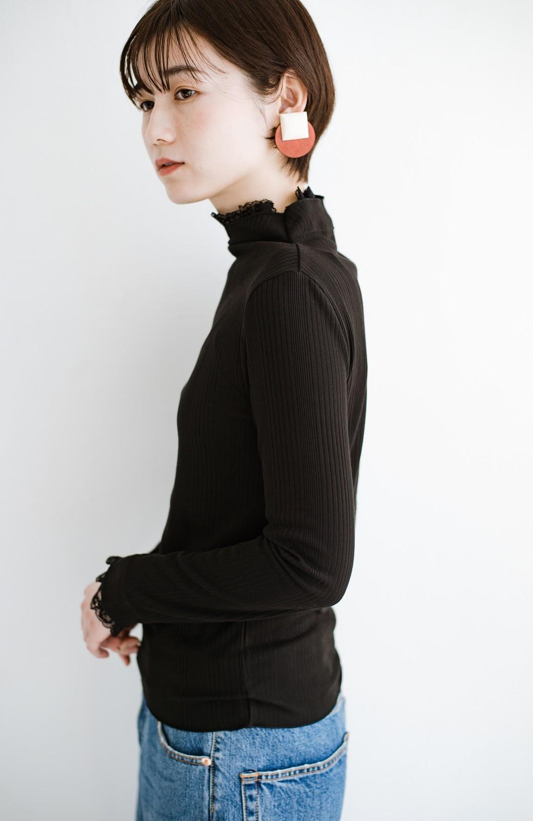 haco! 1枚でも重ねても便利!テレコ素材できれいに着られる衿レース付きカットソートップスby style zampa <ブラック>の商品写真12
