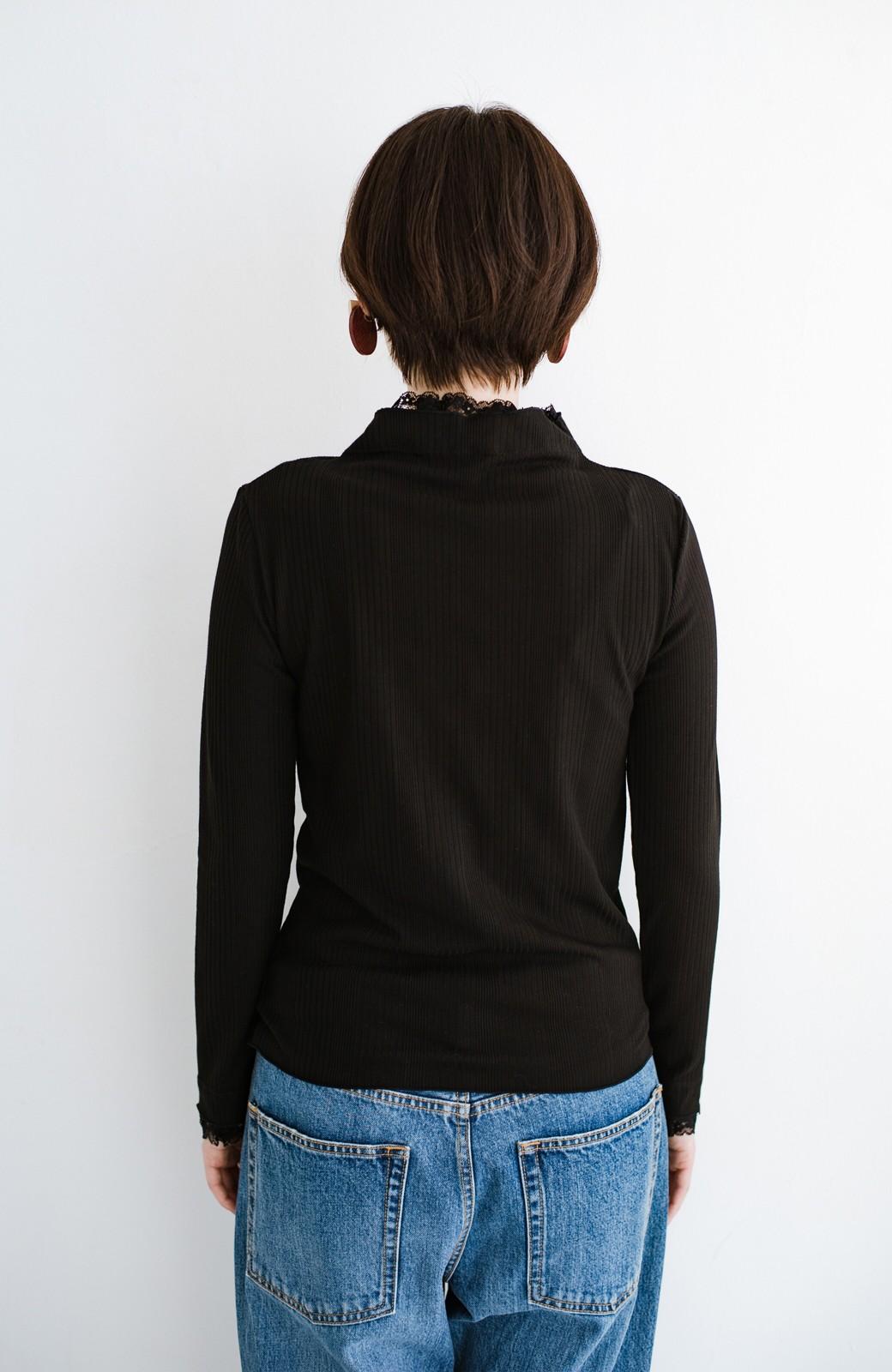 haco! 1枚でも重ねても便利!テレコ素材できれいに着られる衿レース付きカットソートップスby style zampa <ブラック>の商品写真13