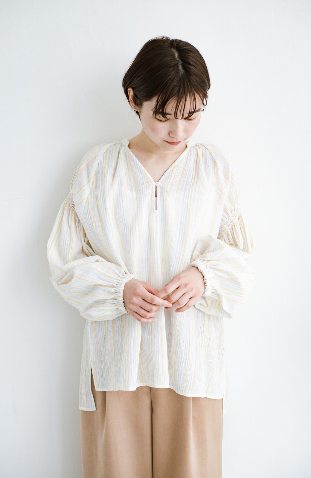haco! 気になるところをかわいく隠してぱっと華やか やわらかな楊柳ストライプブラウス <ホワイト×イエロー>の商品写真11