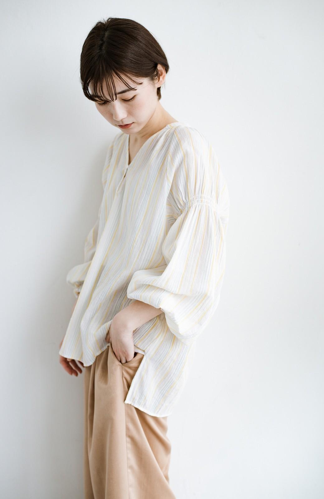 haco! 気になるところをかわいく隠してぱっと華やか やわらかな楊柳ストライプブラウス <ホワイト×イエロー>の商品写真13