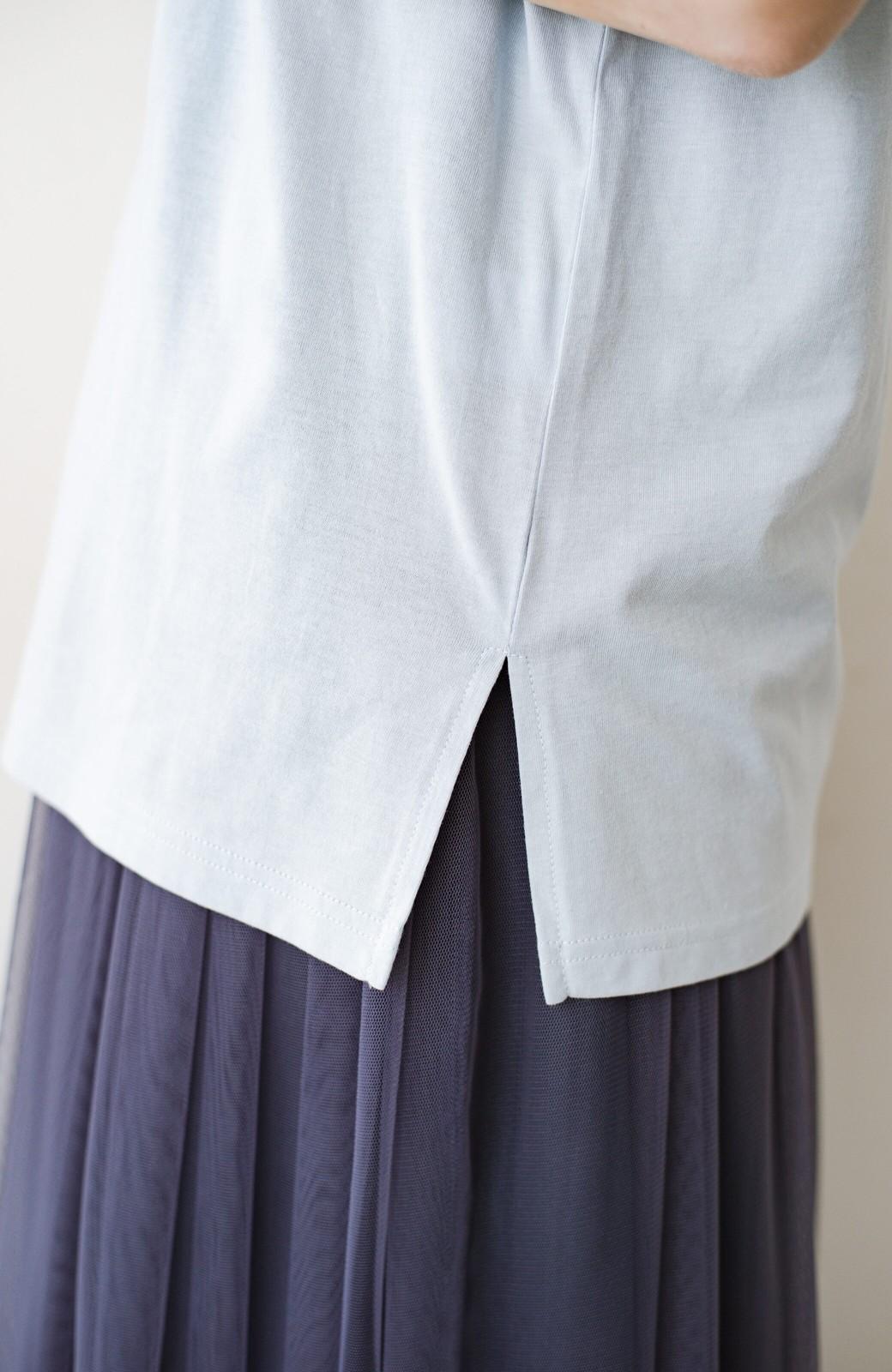 haco! 汗染み軽減加工で安心!1枚でも重ね着にも便利なシンプルTシャツ by ZAMPA <サックスブルー>の商品写真3