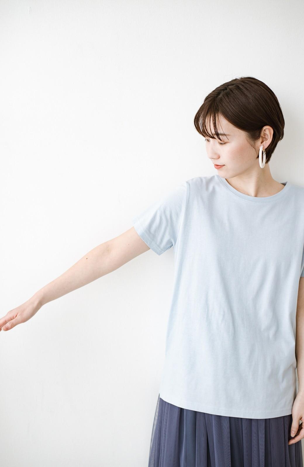 haco! 汗染み軽減加工で安心!1枚でも重ね着にも便利なシンプルTシャツ by ZAMPA <サックスブルー>の商品写真9