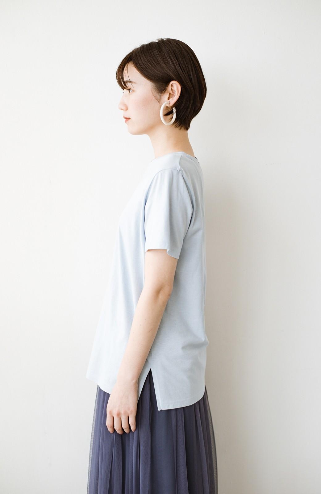 haco! 汗染み軽減加工で安心!1枚でも重ね着にも便利なシンプルTシャツ by ZAMPA <サックスブルー>の商品写真10
