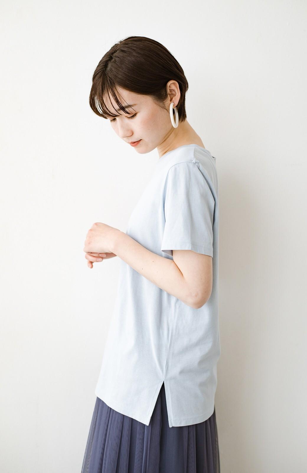 haco! 汗染み軽減加工で安心!1枚でも重ね着にも便利なシンプルTシャツ by ZAMPA <サックスブルー>の商品写真11