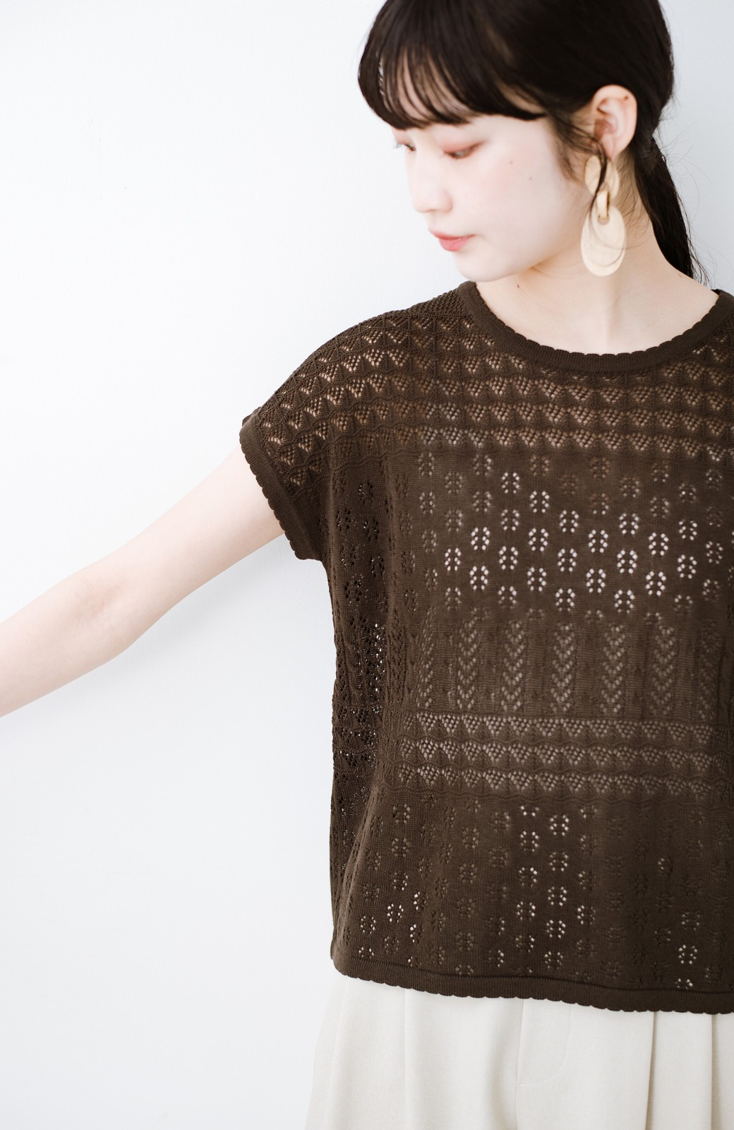 haco! 1枚でも重ね着にも便利なヘビロテしたくなる透かし編みニットトップス <チョコ>の商品写真11