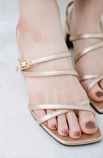 haco! 玄関でこれを履くだけでコーデが女っぽく&今っぽくまとまる 華奢な紐のヒールサンダル <ゴールド>の商品写真