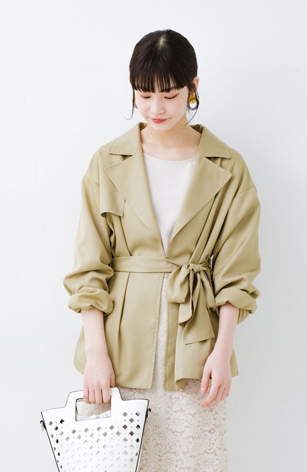 haco! とろみ素材とウエストリボンで女っぽ コートよりも気軽に羽織れるトレンチジャケット <ベージュ>の商品写真1
