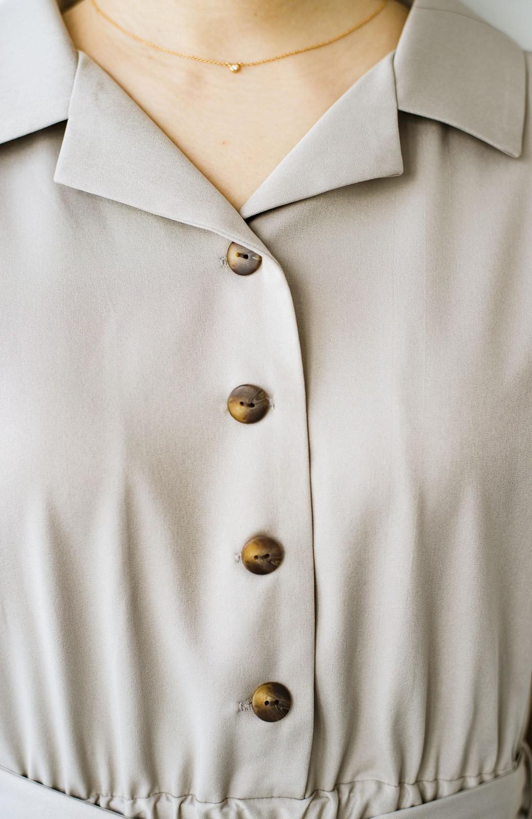 haco! きちんとしなきゃいけないけど可愛くいたいときに便利な とろみ素材の開衿ワンピース <ベージュ>の商品写真4