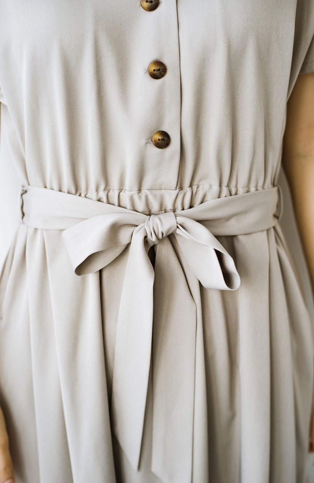 haco! きちんとしなきゃいけないけど可愛くいたいときに便利な とろみ素材の開衿ワンピース <ベージュ>の商品写真5