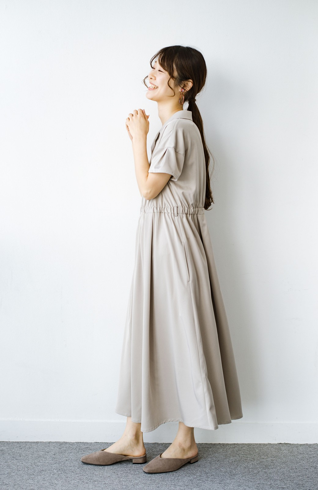 haco! きちんとしなきゃいけないけど可愛くいたいときに便利な とろみ素材の開衿ワンピース <ベージュ>の商品写真12