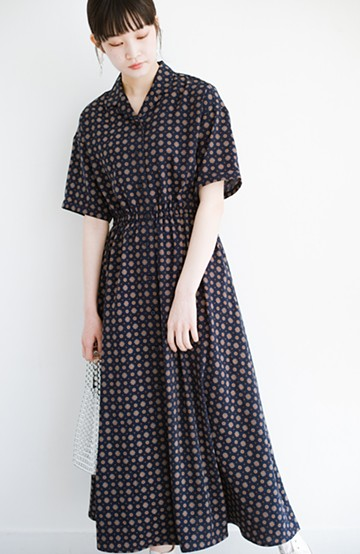 haco! 1枚でも羽織としても着られて便利! ルンと気分を上げてくれる柄ワンピース <ネイビー>の商品写真