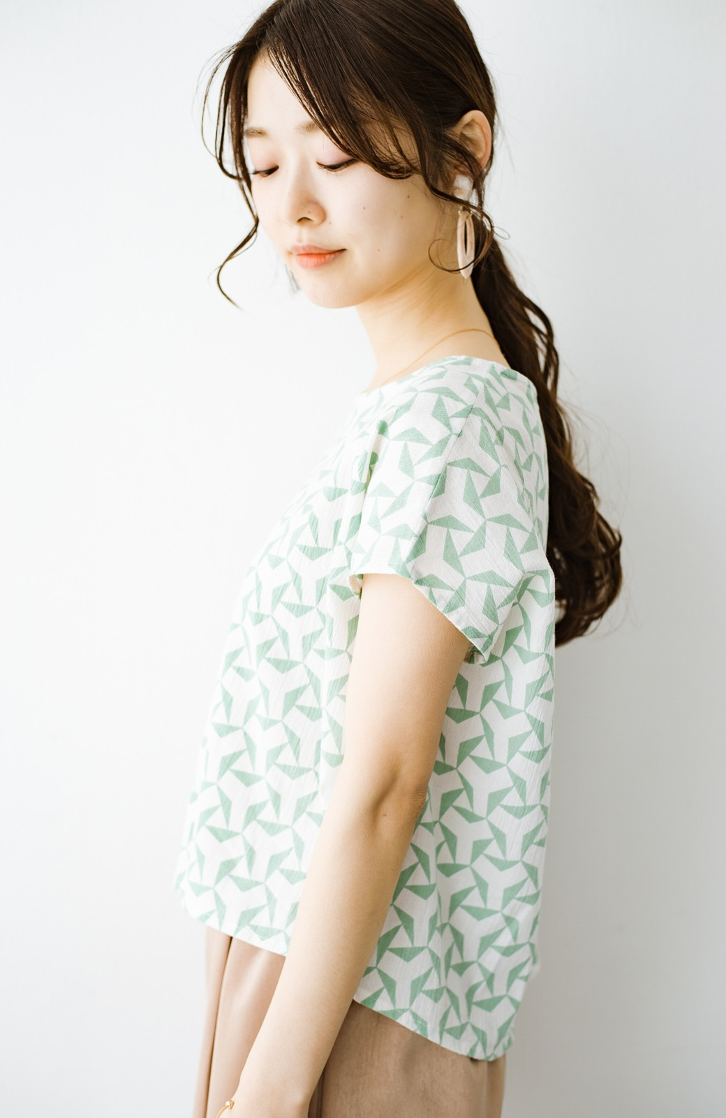 haco! 京都の浴衣屋さんと作った浴衣生地の後ろボタンブラウス <ホワイト×グリーン>の商品写真10