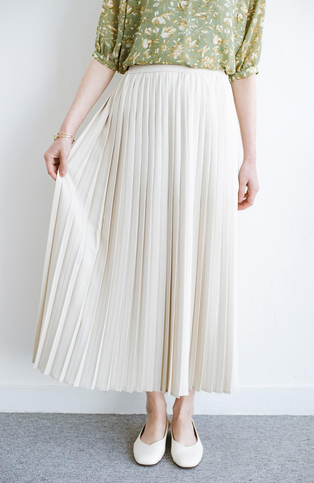 haco! いつものTシャツを合わせるだけで着映えする 何かと便利なプリーツロングスカート <ライトベージュ>の商品写真5
