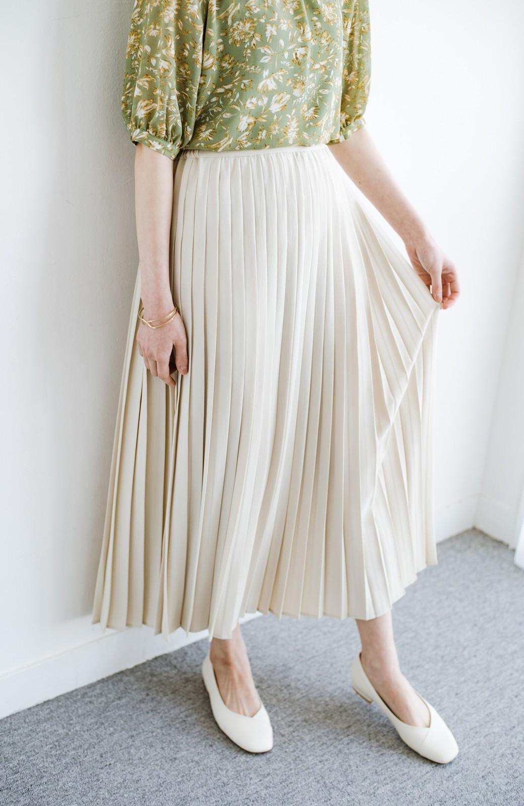 haco! いつものTシャツを合わせるだけで着映えする 何かと便利なプリーツロングスカート <ライトベージュ>の商品写真1