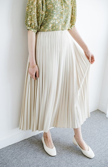 haco! いつものTシャツを合わせるだけで着映えする 何かと便利なプリーツロングスカート <ライトベージュ>の商品写真