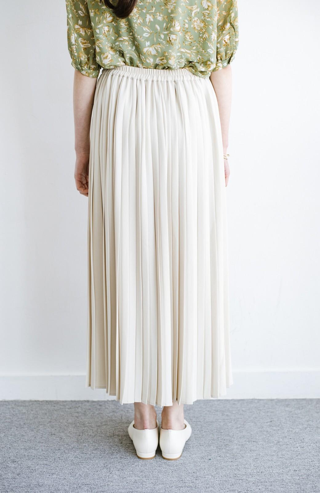 haco! いつものTシャツを合わせるだけで着映えする 何かと便利なプリーツロングスカート <ライトベージュ>の商品写真8