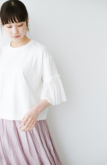 haco! ほんのり透けるストライプ袖が女っぽい 異素材カットソートップス <ホワイト>の商品写真