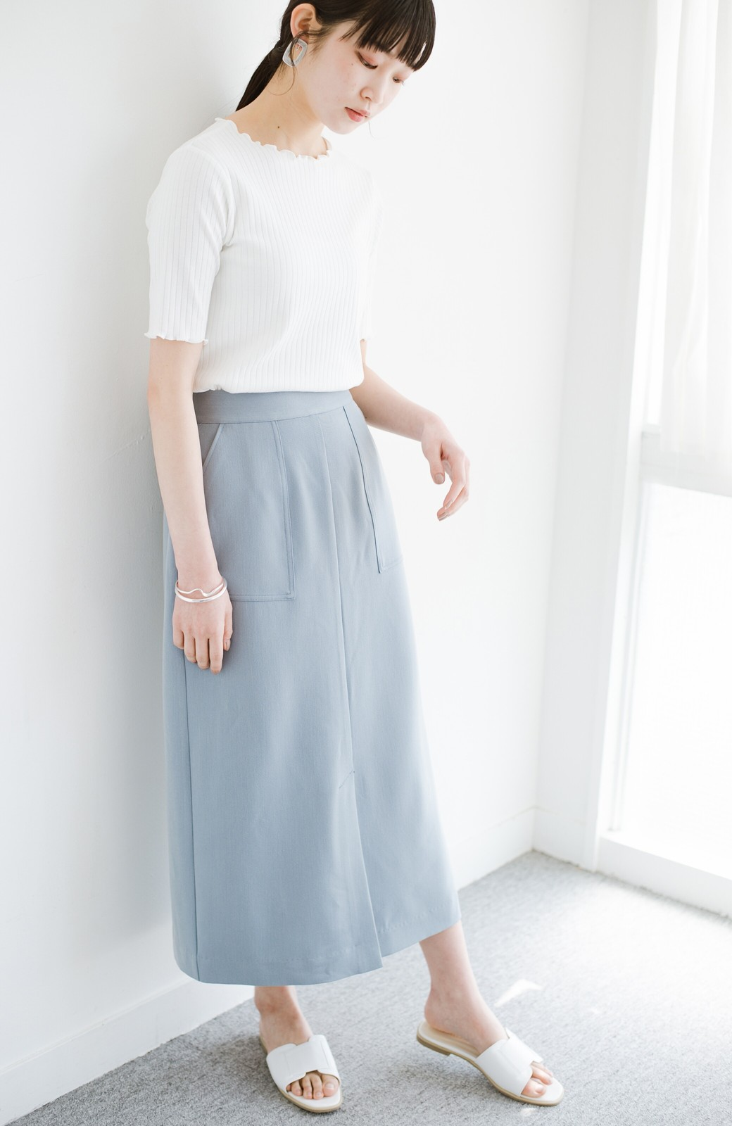 haco! カジュアルにもきれいめにも着られて便利 スリットが女っぽいセミタイトスカート <ブルー>の商品写真14
