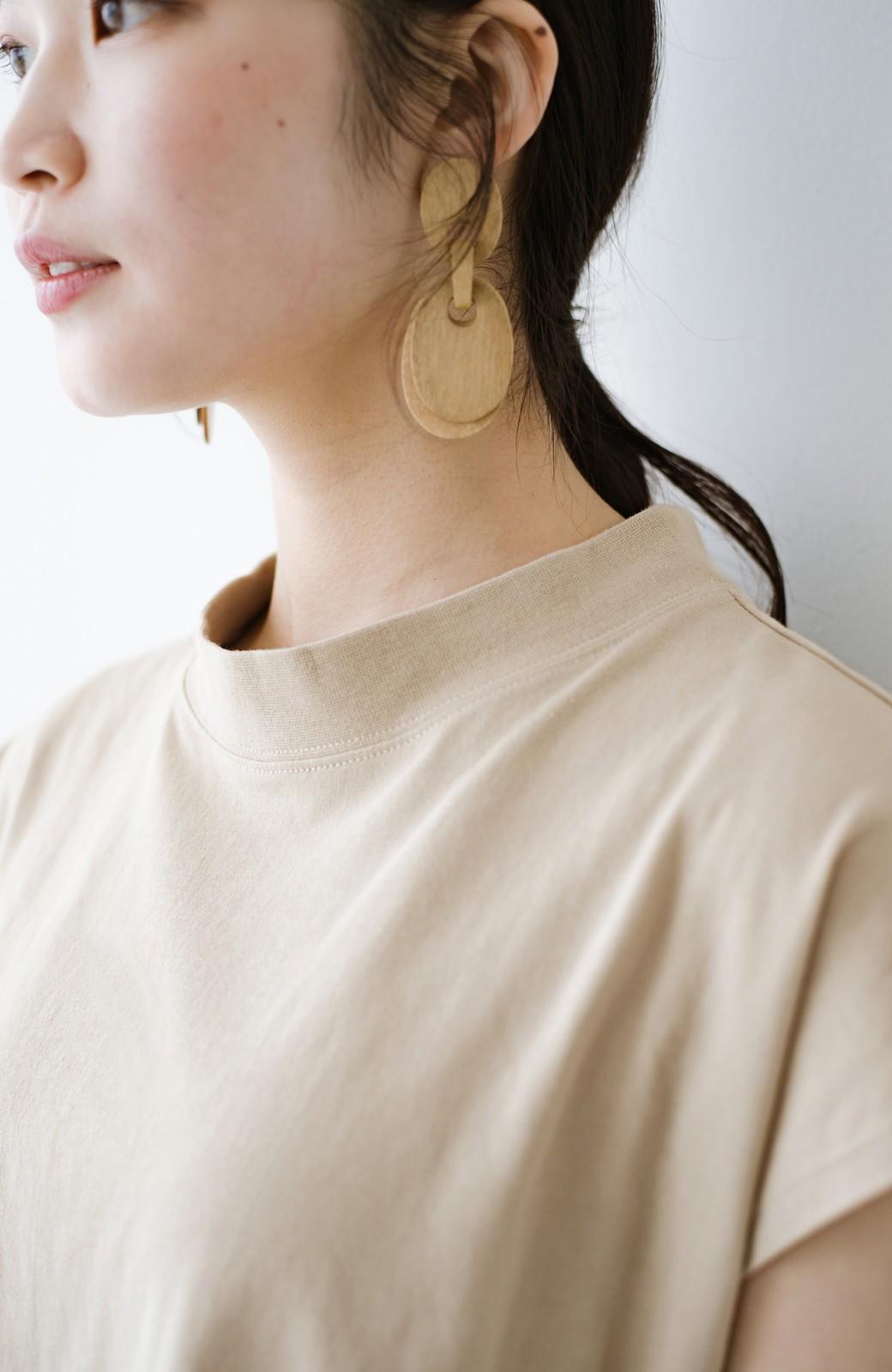 haco! 迷ったらコレ!でおしゃれに見える いくつあっても便利な定番ハイネックTシャツ <ライトベージュ>の商品写真3