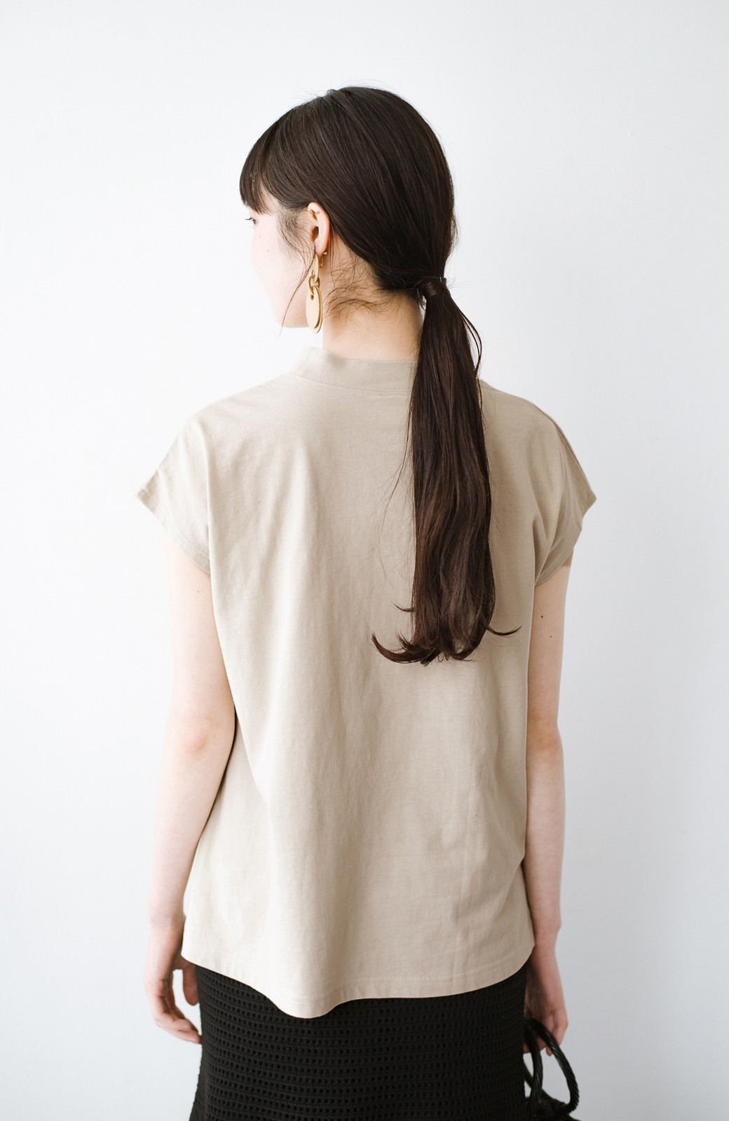 haco! 迷ったらコレ!でおしゃれに見える いくつあっても便利な定番ハイネックTシャツ <ライトベージュ>の商品写真12