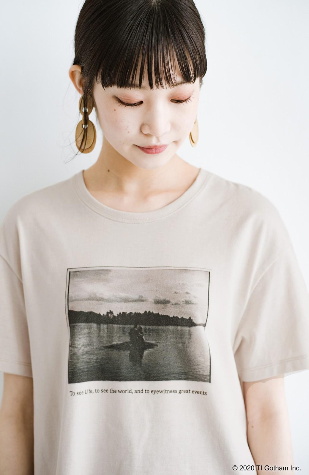 haco! フォトマガジン「LIFE」コラボ 大人のためのしなやかフォトプリントTシャツ <ライトベージュ>の商品写真1