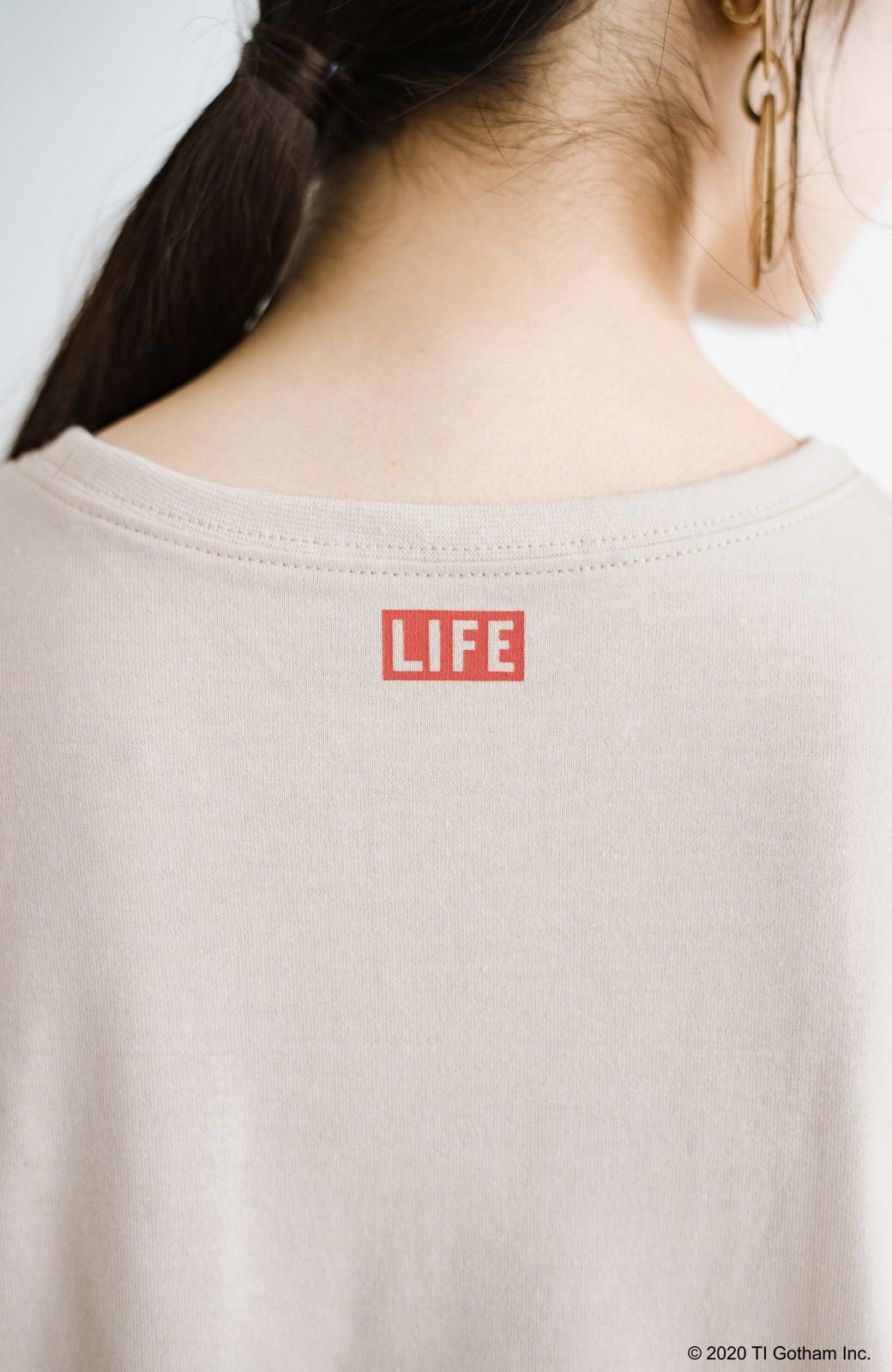 haco! フォトマガジン「LIFE」コラボ 大人のためのしなやかフォトプリントTシャツ <ライトベージュ>の商品写真4