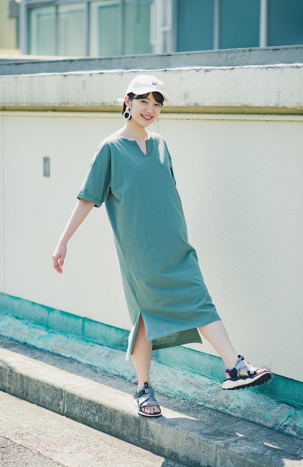 haco! キーネックがさり気なく女っぽい 重ね着にも便利なビッグTシャツワンピース <カーキ>の商品写真3