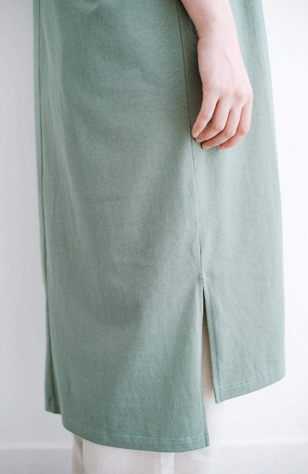 haco! キーネックがさり気なく女っぽい 重ね着にも便利なビッグTシャツワンピース <カーキ>の商品写真7