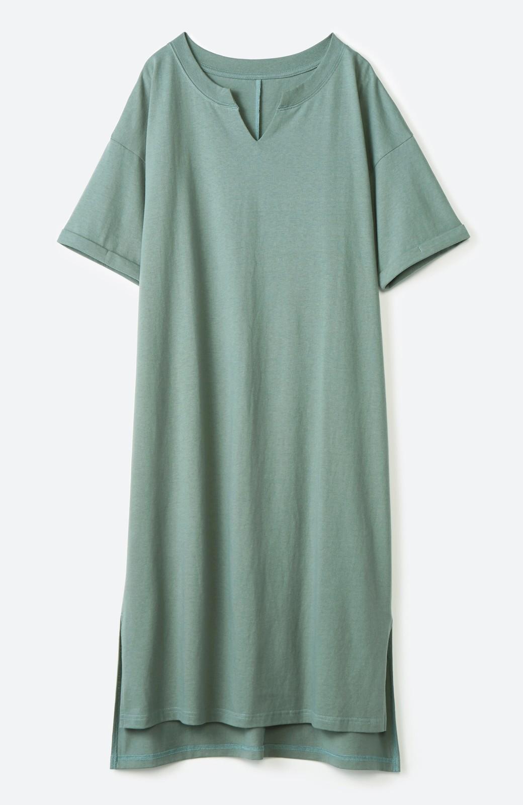 haco! キーネックがさり気なく女っぽい 重ね着にも便利なビッグTシャツワンピース <カーキ>の商品写真2