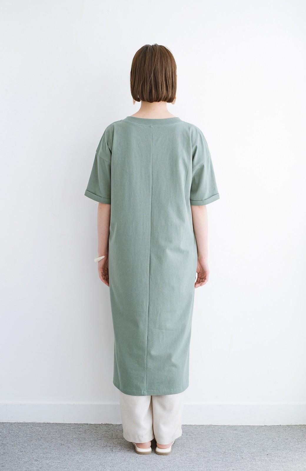 haco! キーネックがさり気なく女っぽい 重ね着にも便利なビッグTシャツワンピース <カーキ>の商品写真13