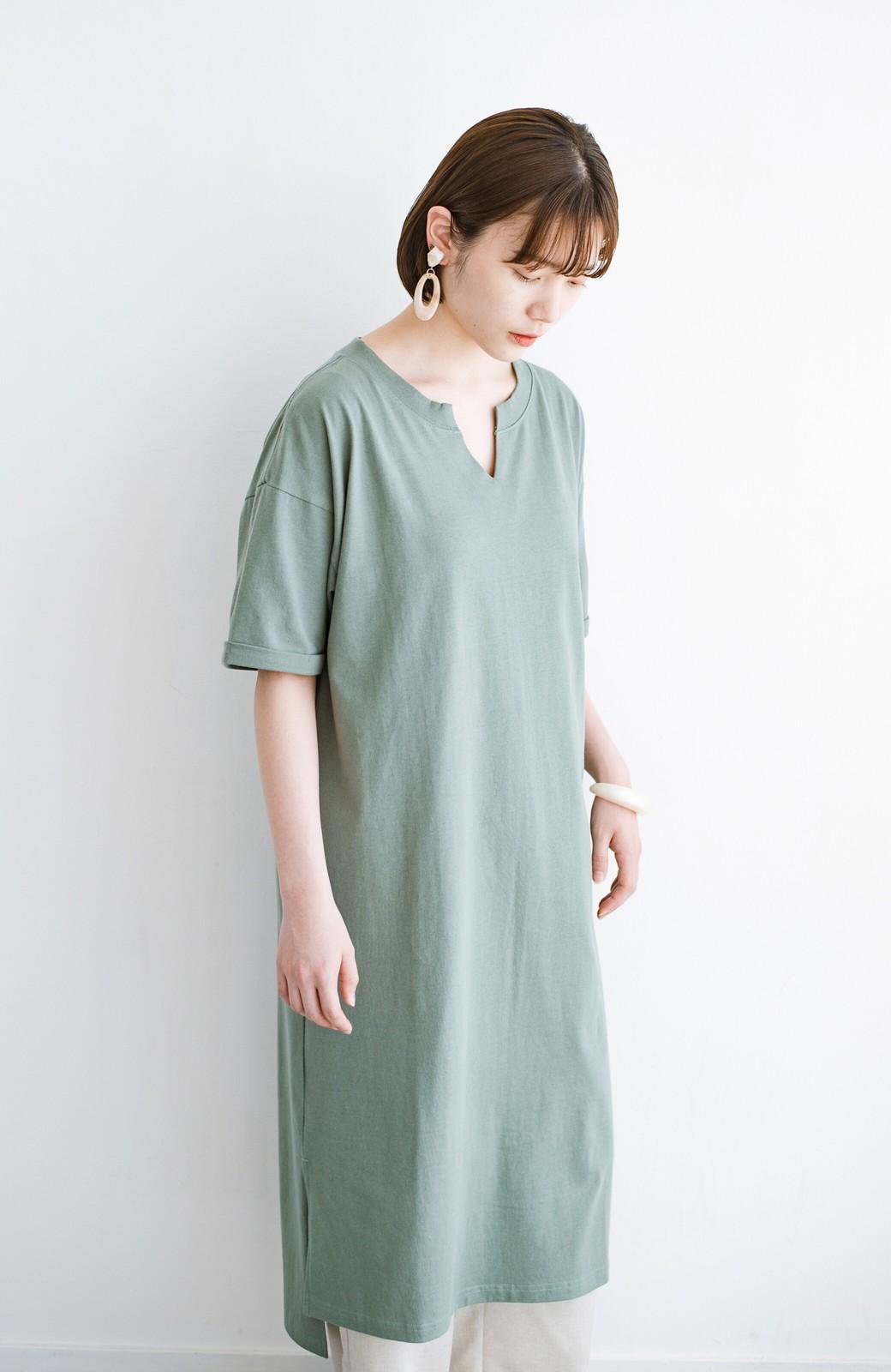 haco! キーネックがさり気なく女っぽい 重ね着にも便利なビッグTシャツワンピース <カーキ>の商品写真15