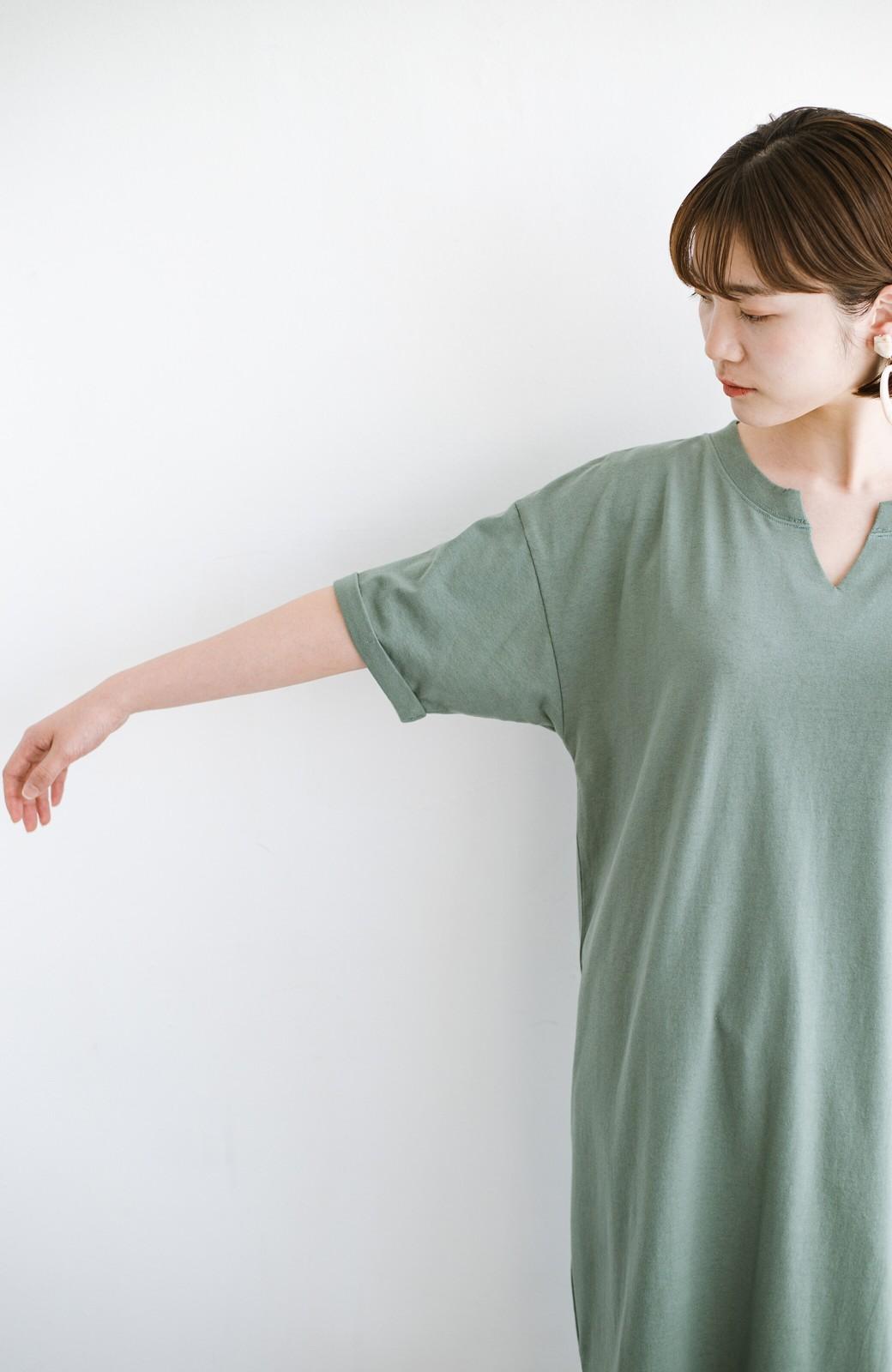 haco! キーネックがさり気なく女っぽい 重ね着にも便利なビッグTシャツワンピース <カーキ>の商品写真6