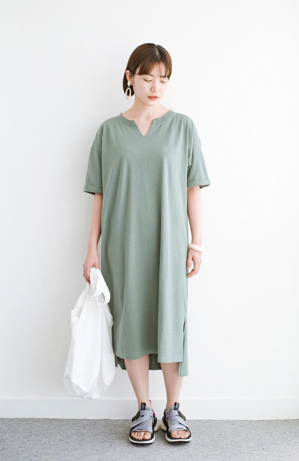 haco! キーネックがさり気なく女っぽい 重ね着にも便利なビッグTシャツワンピース <カーキ>の商品写真8