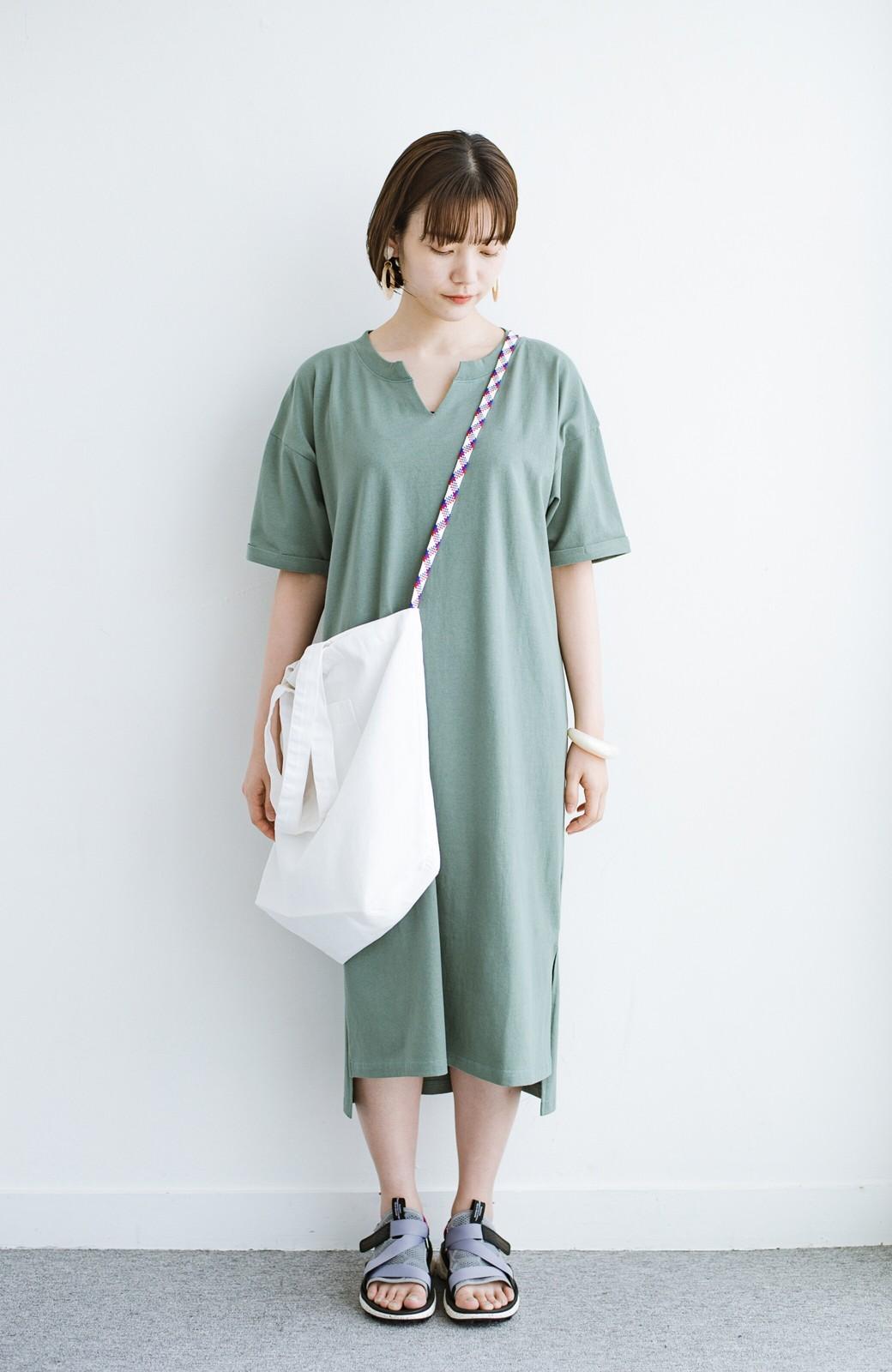 haco! キーネックがさり気なく女っぽい 重ね着にも便利なビッグTシャツワンピース <カーキ>の商品写真9
