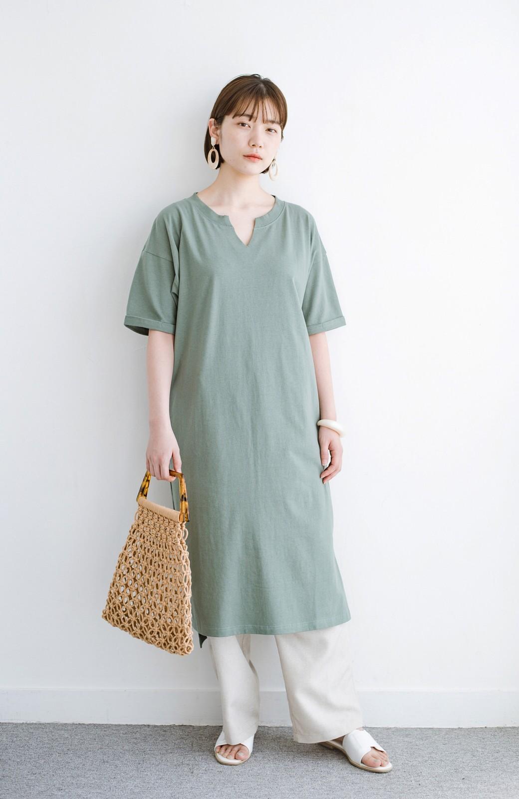 haco! キーネックがさり気なく女っぽい 重ね着にも便利なビッグTシャツワンピース <カーキ>の商品写真1