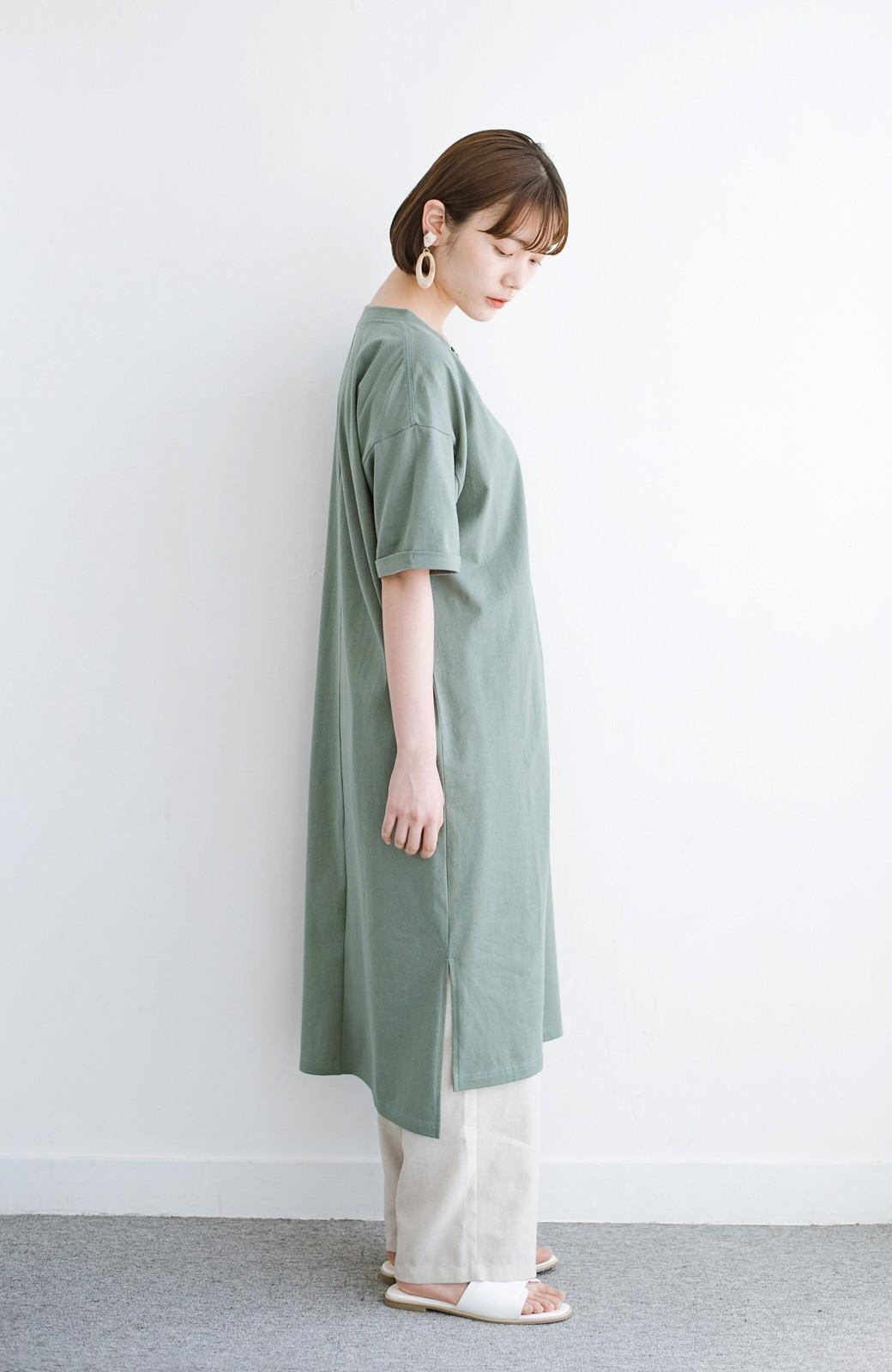 haco! キーネックがさり気なく女っぽい 重ね着にも便利なビッグTシャツワンピース <カーキ>の商品写真11