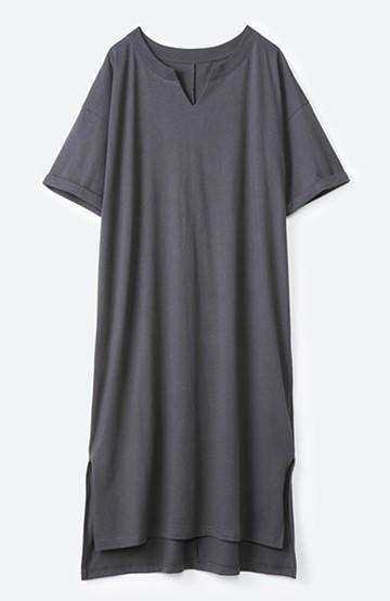 haco! キーネックがさり気なく女っぽい 重ね着にも便利なビッグTシャツワンピース <チャコールグレー>の商品写真