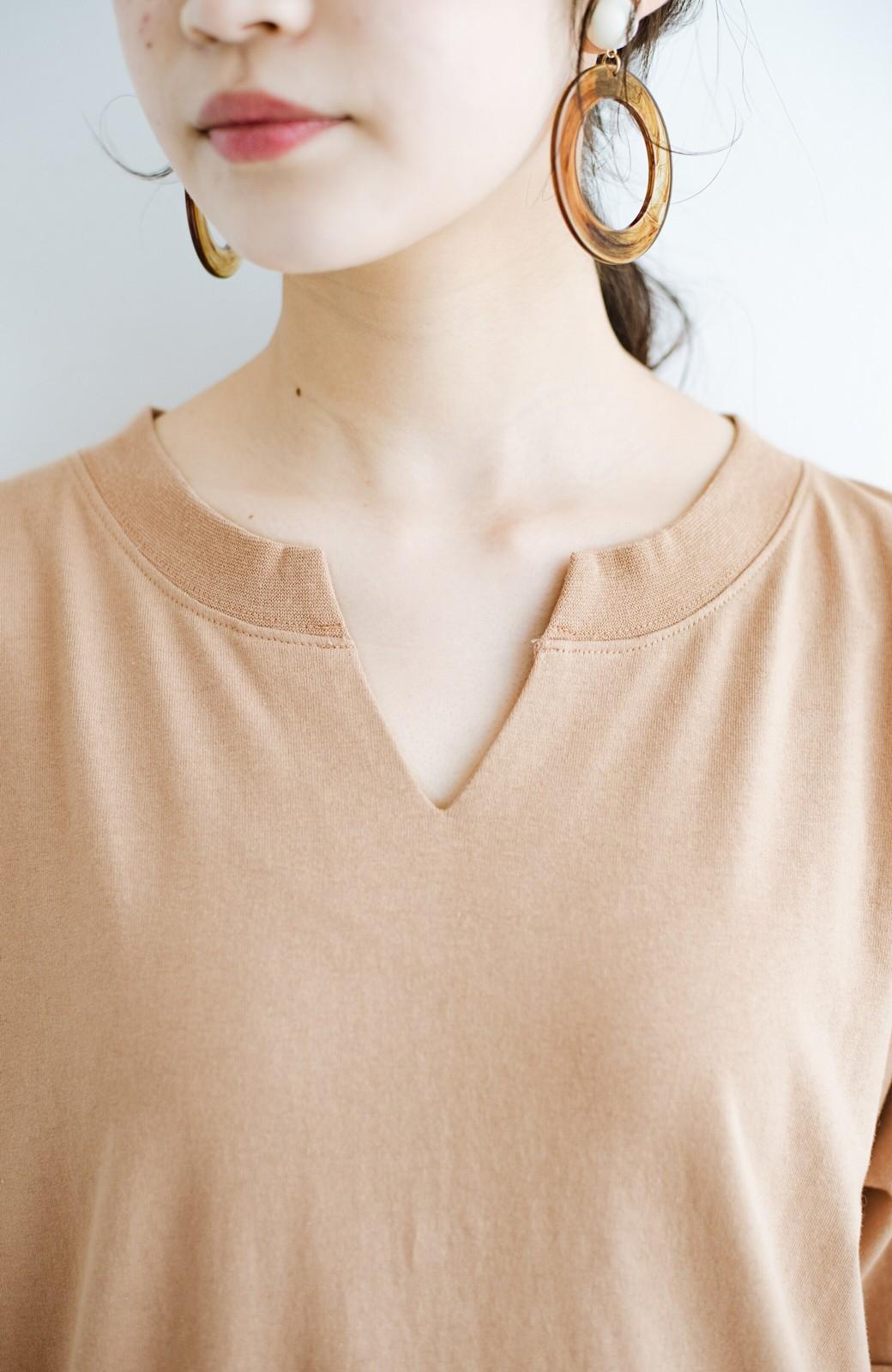 haco! キーネックがさり気なく女っぽい 重ね着にも便利なビッグTシャツワンピース <ベージュ>の商品写真4